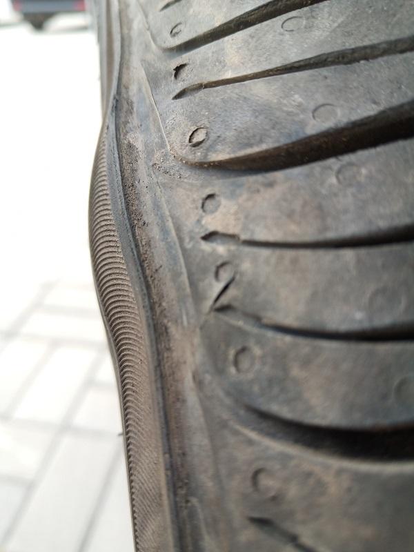 脆弱的轮胎北京现代领动轮胎鼓包