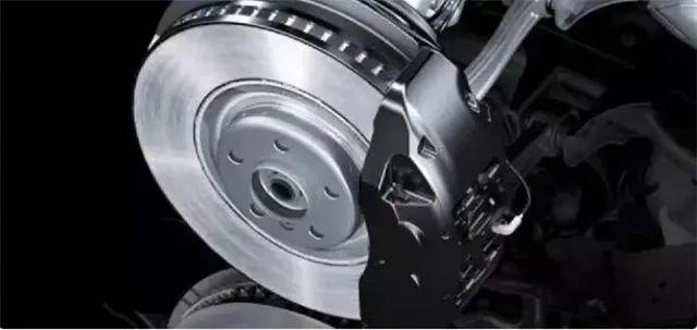 怎样判断刹车片和盘的剩余寿命?学会后开车更安全!