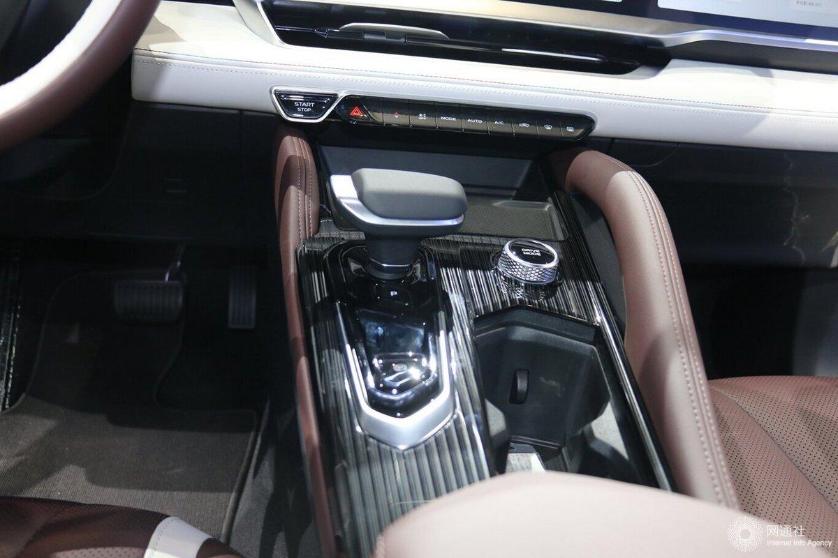 吉利星越L今日开启预售 三连屏设计/2.0T发动机
