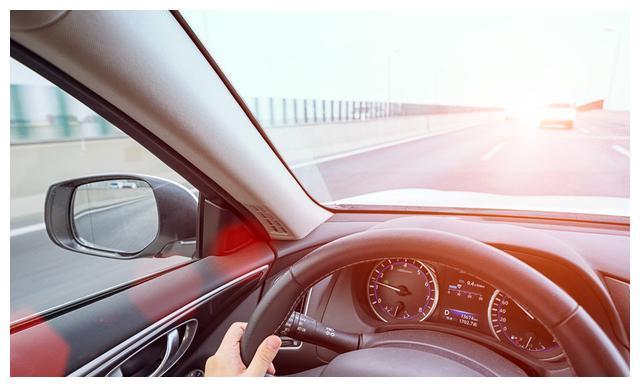 检查车辆的排气系统技能操作训练
