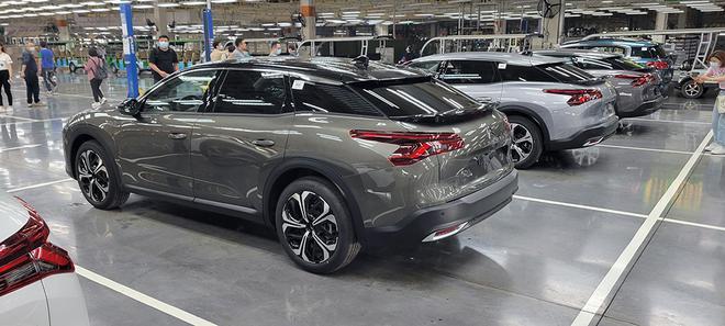 东风雪铁龙凡尔赛C5 X在成都工厂下线 成都造 全球销