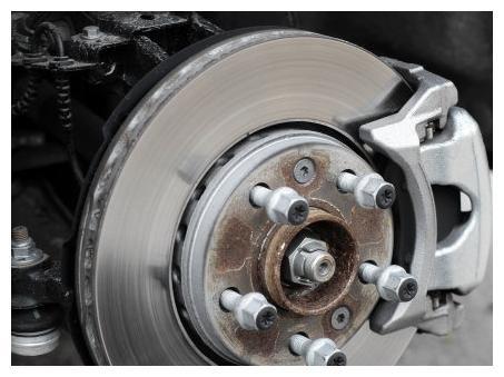 汽车刹车盘多久更换一次?很多车主都不知道,一起了解一下!