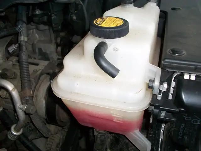 冷却液低于刻度线,需要全部换掉吗?